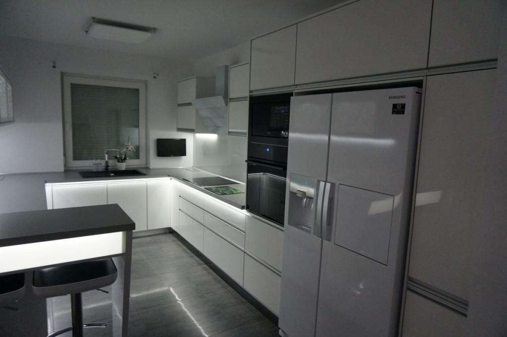 meble-kuchenne-z-swietleniem-ledowym-03