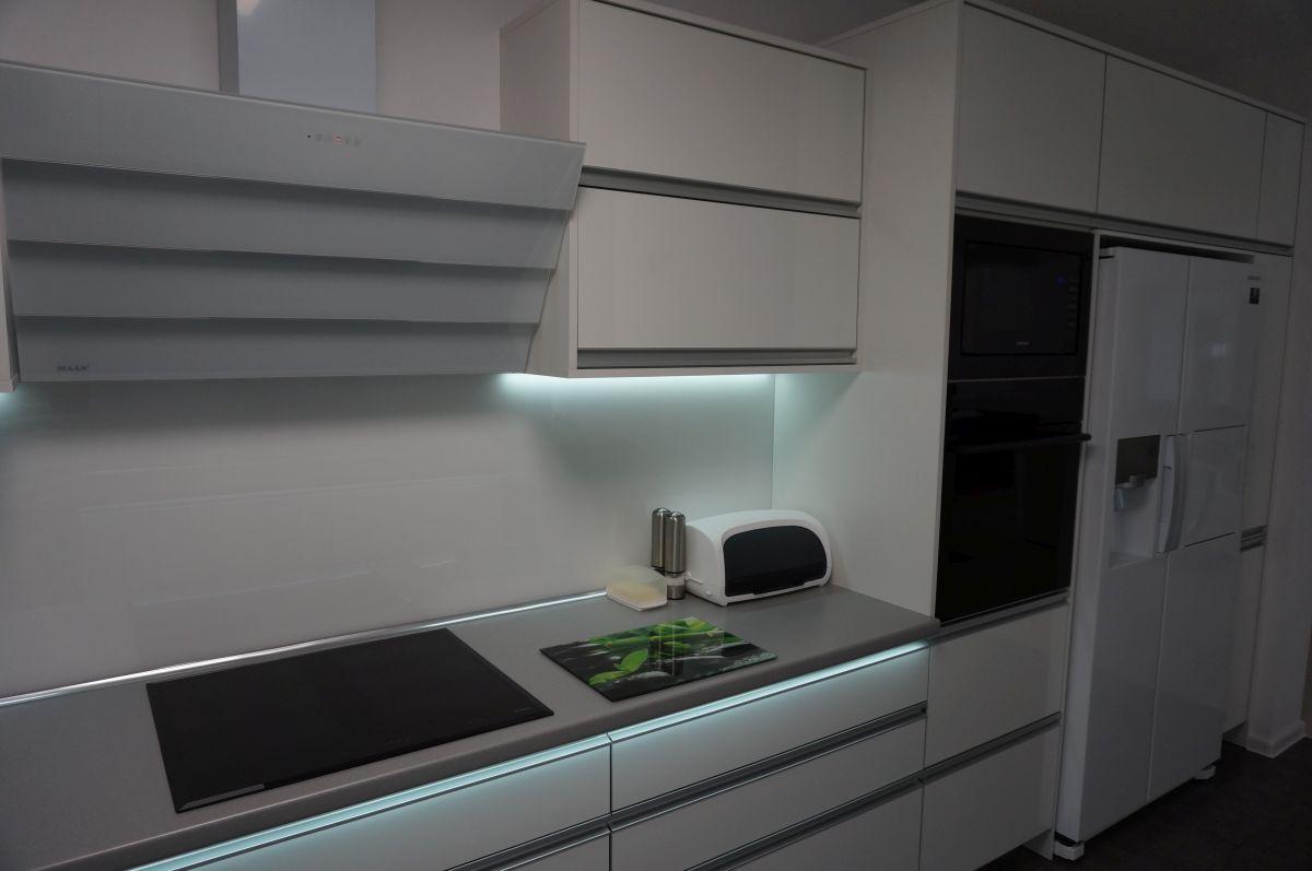 meble kuchenne z oświetleniem ledowym filmar meble