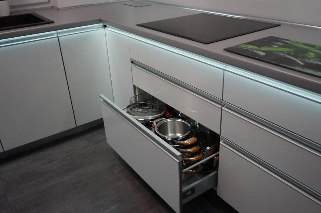 meble-kuchenne-z-swietleniem-ledowym-10