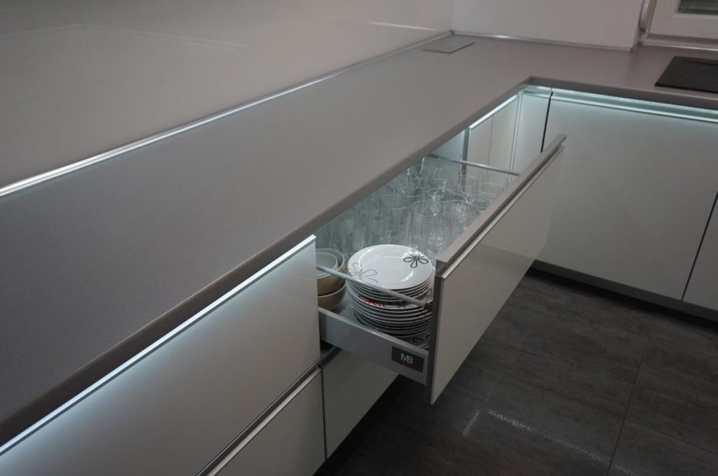 meble-kuchenne-z-swietleniem-ledowym-11